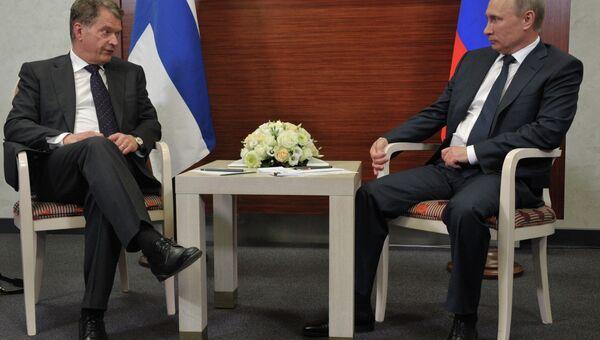 Президент России Владимир Путин и президент Финляндии Саули Ниинисте. Архивное фото