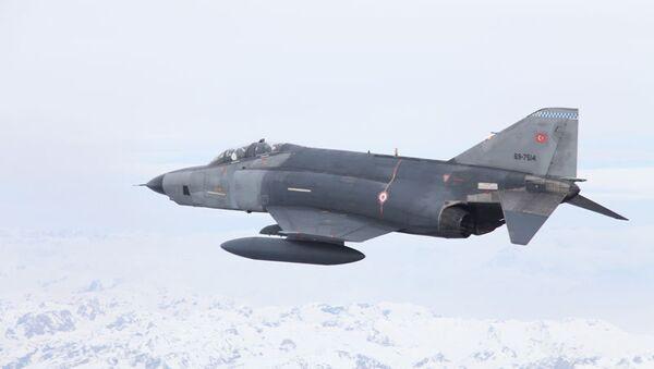 Самолет F-4 ВВС Турции