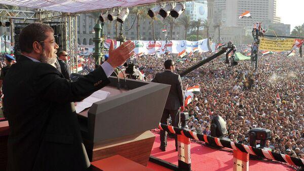 Мухаммед Мурси произносит речь на площади Тахрир