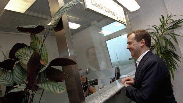 Председатель правительства РФ Дмитрий Медведев в аэропорту на острове Кунашир