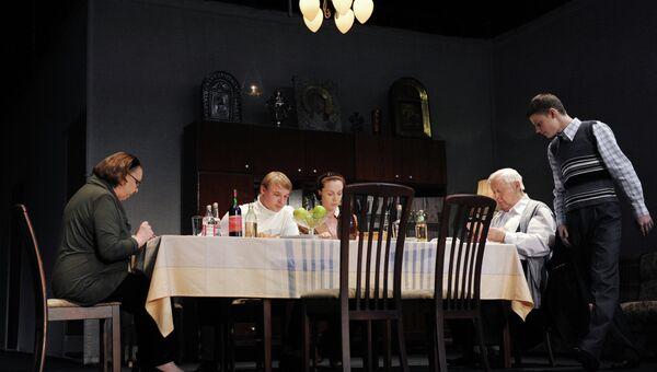 Сцена из спектакля Год, когда я не родился