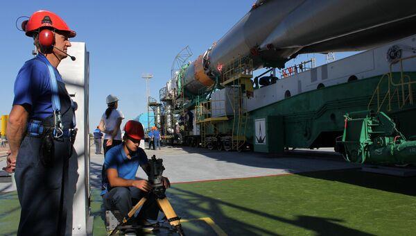 Вывоз ракеты Союз-ФГ с кораблем Союз ТМА-05Мна старт