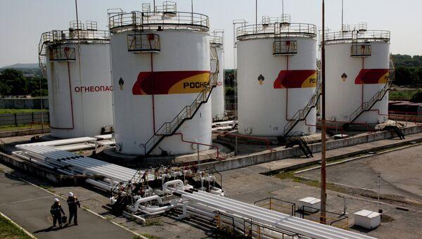 Работа базы нефтепродуктов компани Роснефть. Архивное фото