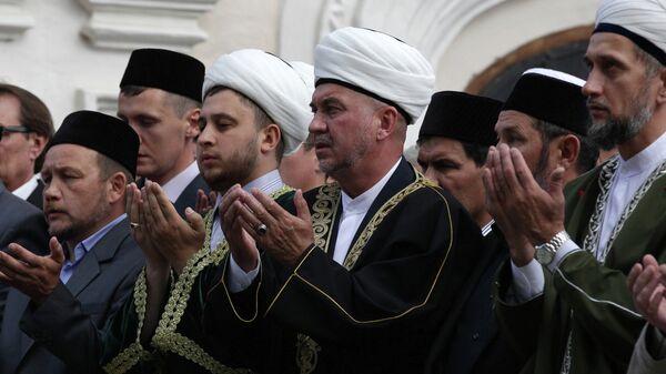 Прощание с погибшим духовным лидером Валиуллой Якуповым