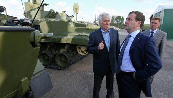 Дмитрий Медведев и глава КБМ Валерий Кашин. Архивное фото