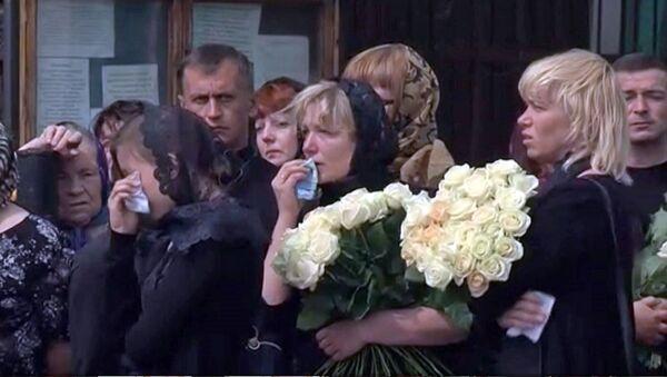 Люди плакали и кричали на прощании с пятерыми погибшими в ДТП
