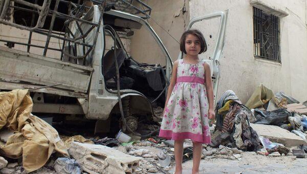 Сирийская девочка в городе Хомс