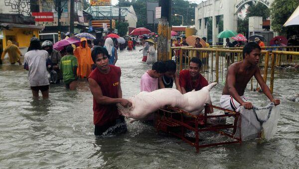 Ливни на Филиппинах парализовали жизнь столицы страны Манилы