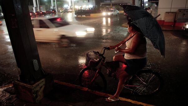 Тропический шторм Эрнесто в Мексике