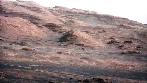 Цветной снимок Марса, сделанный марсоходом Curiosity