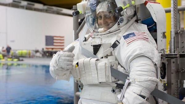 Санита Уильямс во время тренировок на Земле