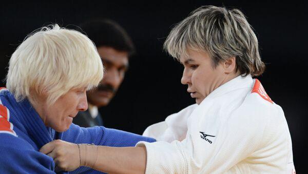 Татьяна Савостьянова (в белом)