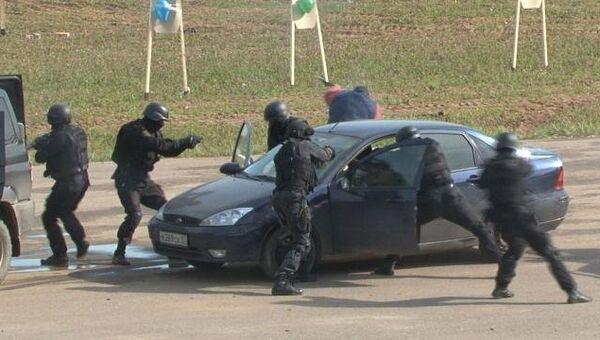 Полицейские стреляют по банде наркокурьеров в Подмосковье