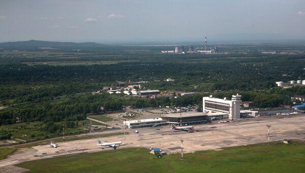 Вид на аэропорт Хабаровска с борта самолета. Архивное фото