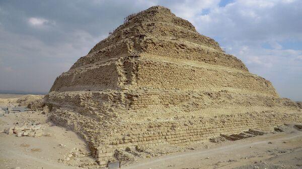 Ступенчатая пирамида Джосера в Саккаре, Египет