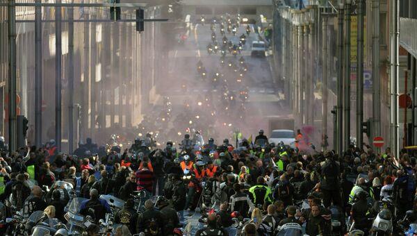 Тысячи байкеров протестовали в Брюсселе против техконтроля для мотоциклов
