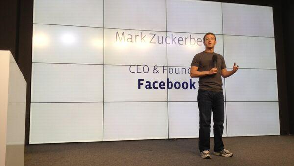 Глава Facebook Марк Цукерберг выступает на открытии конференции для разработчиков в Москве