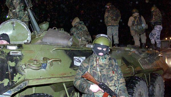 Внутренние войска МВД у здания Театрального центра на Дубровке, захваченного террористами