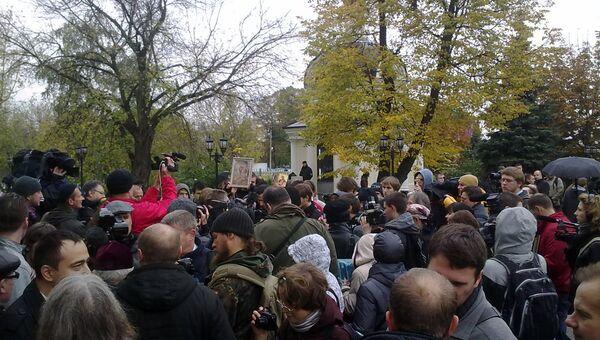 Сторонники и противники Pussy Riot пришли к Мосгорсуду на пересмотр приговора