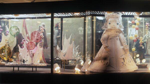 Новогодняя витрина магазина на Новом Арбате