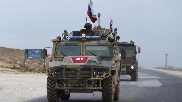 Патруль российской военной полиции в районе города Айн-Иса