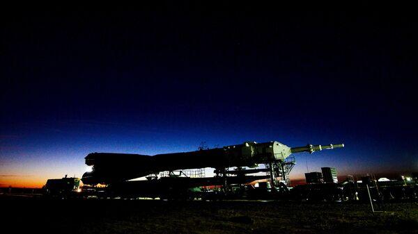 Вывоз ракеты-носителя Союз на стартовый стол стартовой площадки космодрома Байконур