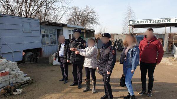 В Красноармейском районе Краснодарского края 60-летний   охранник на кладбище в станице Полтавской подозревается в убийстве знакомого