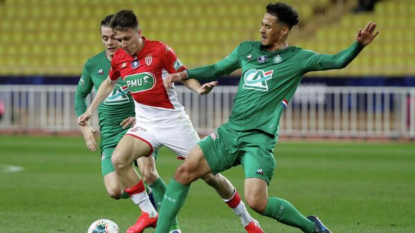 Soccer Football - Coupe de France - Round of 16 - AS Monaco v AS Saint-Etienne - Stade Louis II, Monaco - January 28, 2020  AS Monaco's Aleksandr Golovin in action with Saint Etienne's Romain Hamouma and William Saliba   REUTERS/Eric Gaillard