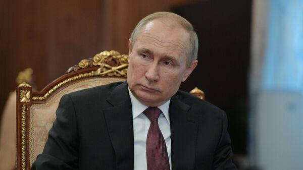 Президент РФ Владимир Путин во время совещания по противодействию коронавирусу