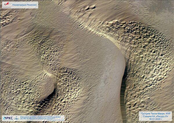 Такла-Макан — пустыня на западе Китая, снятая российским спутником дистанционного зондирования Земли Ресурс-П