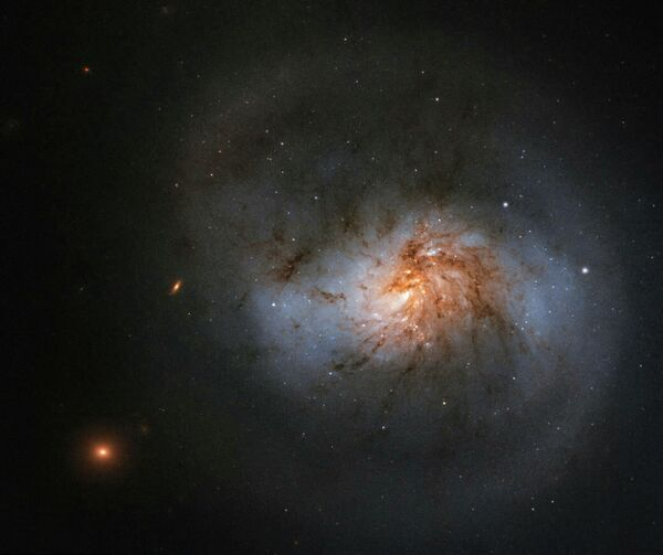 Галактика NGC 102, снятая телескопом Хаббл
