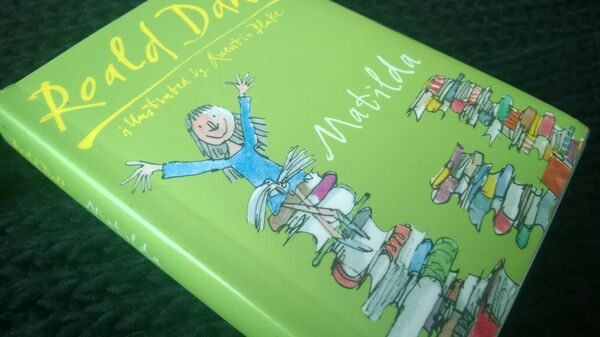 Обложка книги Матильда с иллюстрациями Квентина Блейка