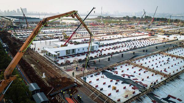 Строительство больницы Лэйшэньшань для размещения зараженных новым коронавирусом пациентов в городе Ухань. 30 января 2020
