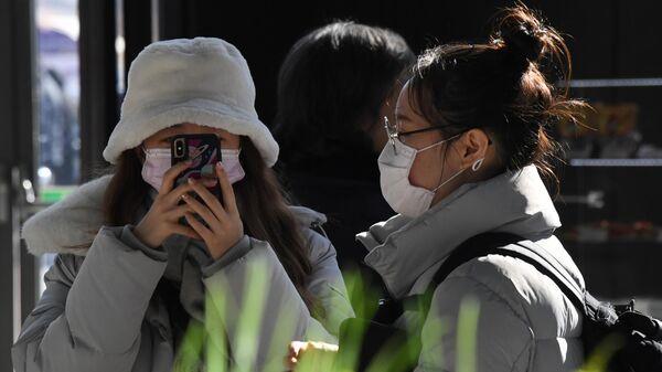Китайские туристы в аэропорту Владивостока