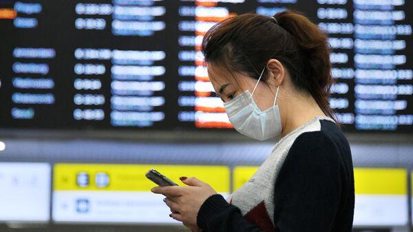 Девушка в терминале F аэропорта Шереметьево