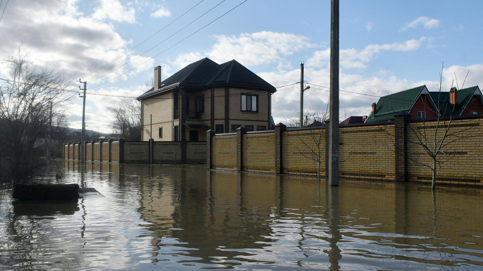 Затопленная улица в городе Горячий ключ Краснодарского края - РИА Новости, 1920, 27.03.2021