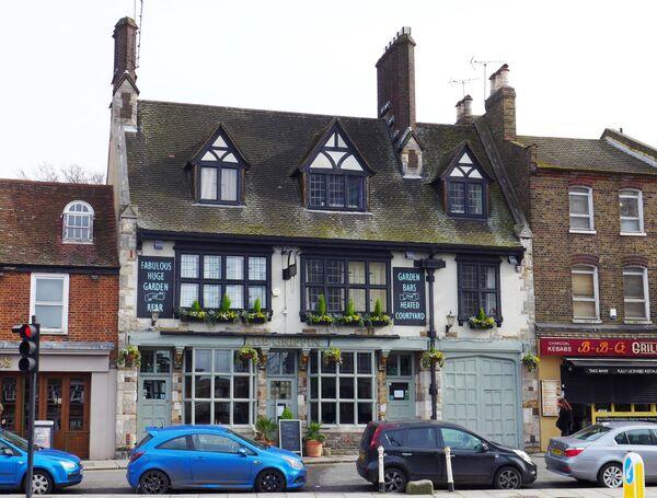 Старинный паб в Лондоне