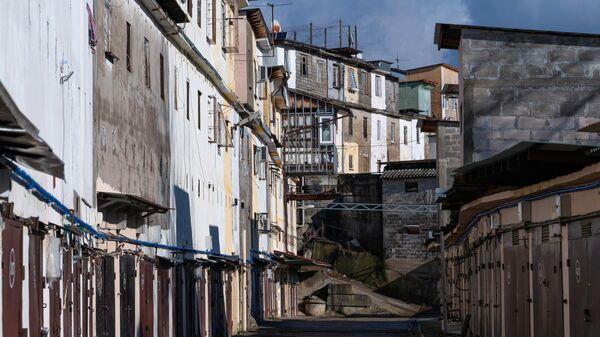 Район жилых гаражей на улице Альпийской в Центральном районе города Сочи.