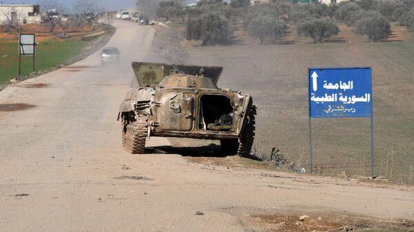 Боевая машина пехоты в населенном пункте ад-Дейр аш-Шаркий в Сирии