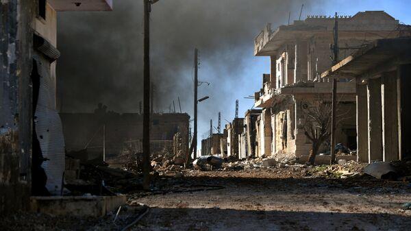 Разрушенные дома в населенном пункте ад-Дейр аш-Шаркий в Сирии на юго-востоке провинции Идлиб