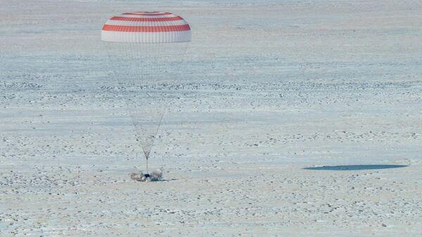 Спускаемый аппарат корабля Союз МС-13 приземлился в Казахстане. 6 февраля 2020