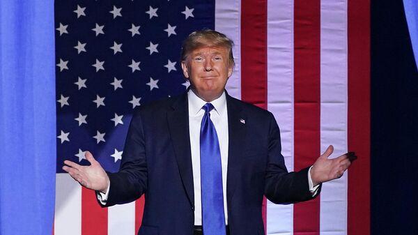 Президент США Дональд Трамп во время предвыборного выступления в Университете Висконсин-Милуоки