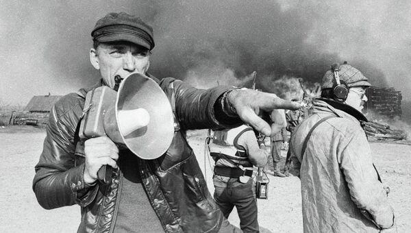 Режиссер Климов на съемках фильма Иди и смотри. Архивное фото