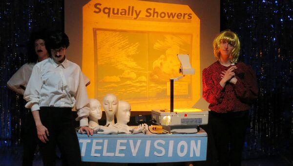 Cцена из спектакля Ливни со шквалистым ветром, фестиваль искусств Fringe в Эдинбурге