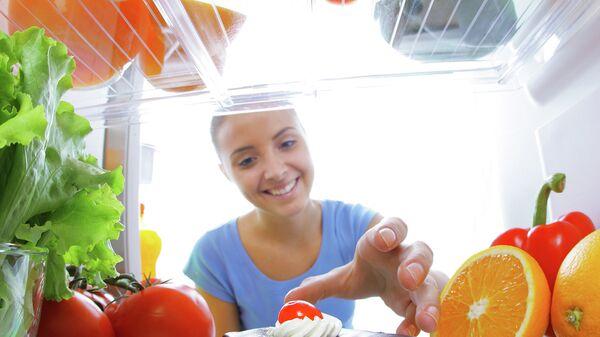 Пирожное в холодильнике. Архивное фото