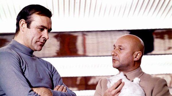 Дональд Плезенс в роли Эрнста Ставро Блофельда и Шон Коннери в роли Джеймса Бонда в фильме «Живешь только дважды» (1967)