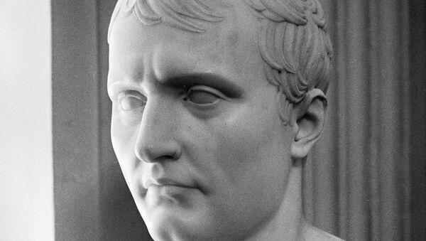 Бюст «Наполеон». Архивное фото