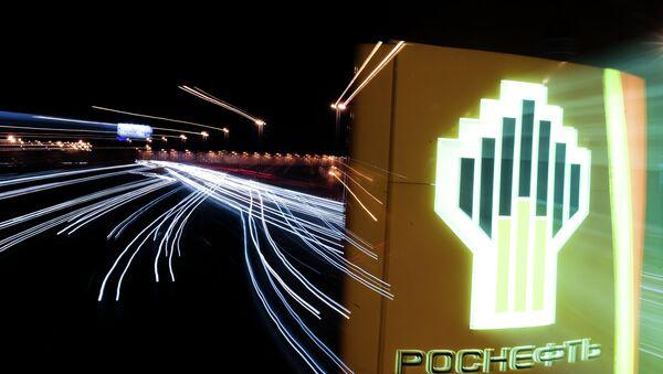Автозаправочная станция компании Роснефть в Москве. Архивное фото