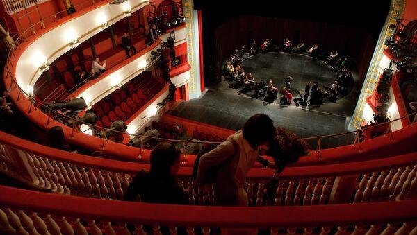 Зрители в Московском академическом театре имени Вл. Маяковского. Архивное фото