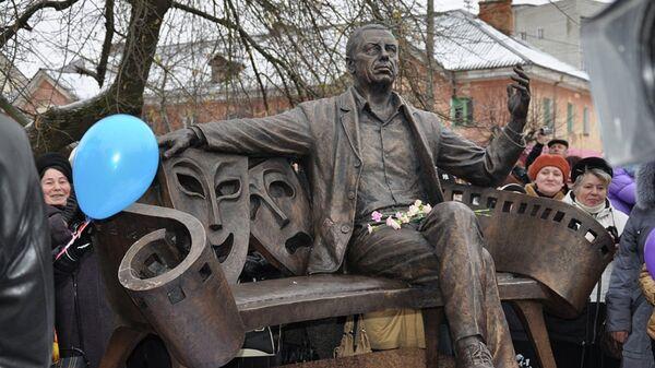 Памятник Анатолию Папанову в Вязьме
